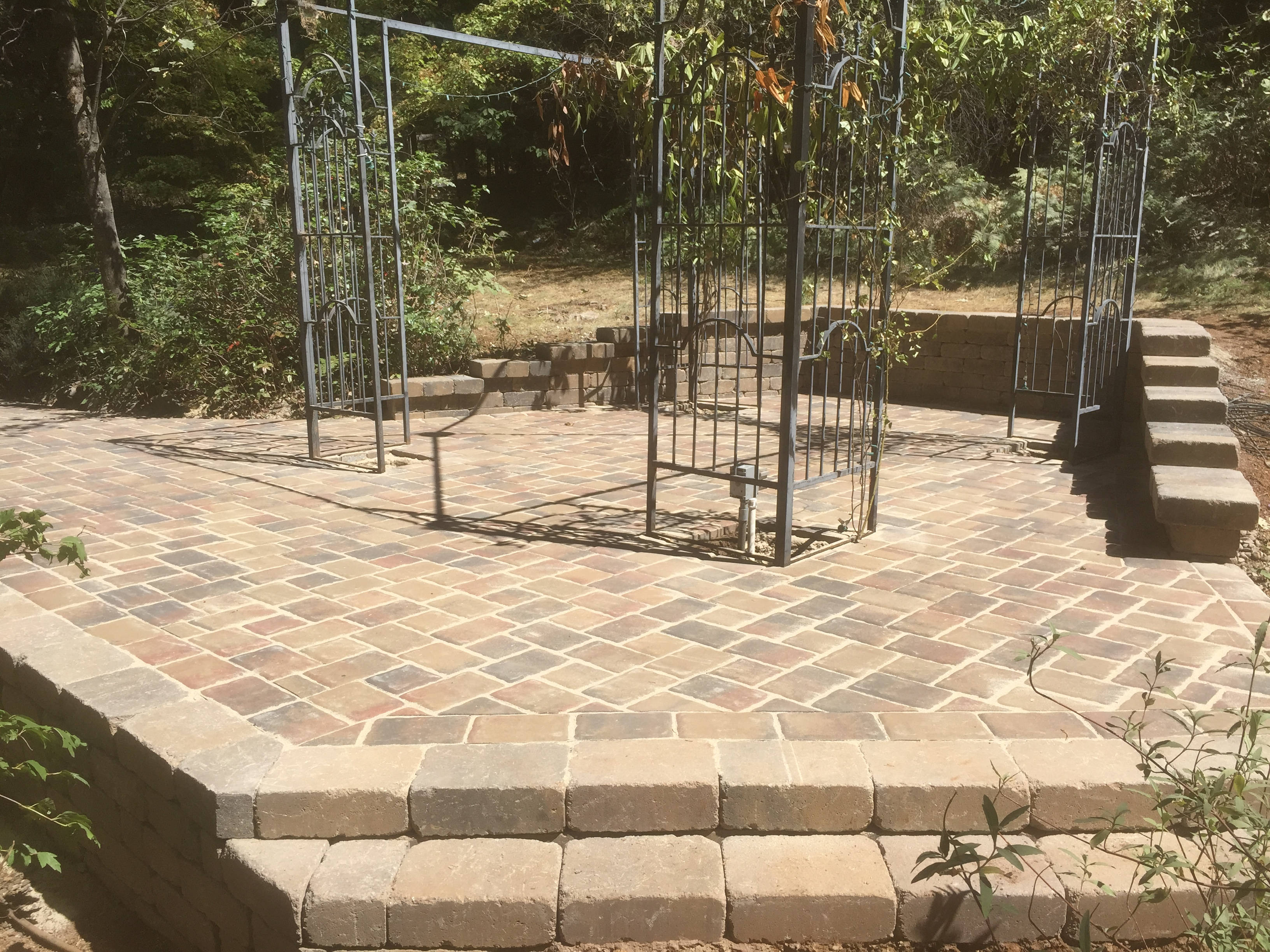Paver Patio & Roman Stone Seating Walls